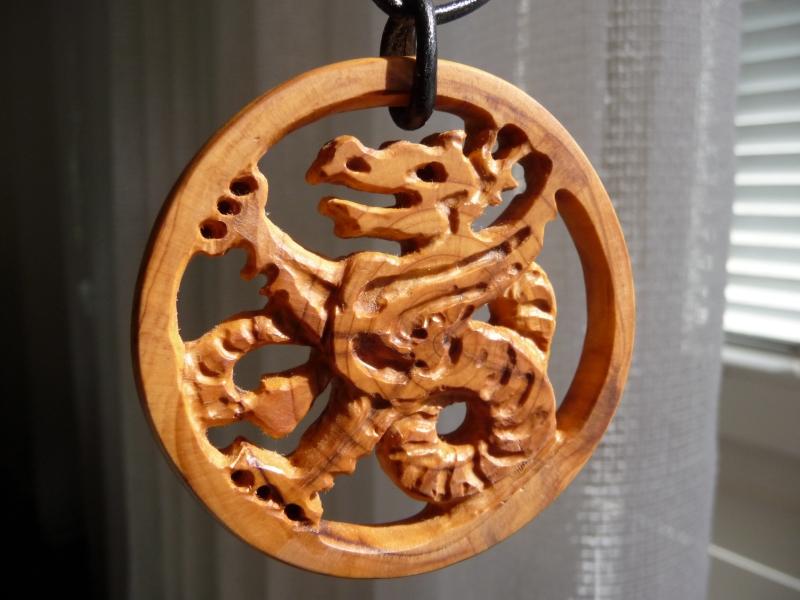 Keltischer Drache, Anhänger, Eibe