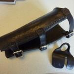 Armschutz und Tab, geprägt und gewachst